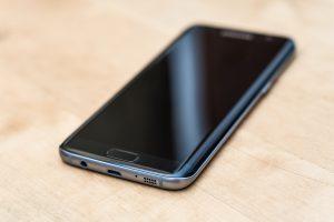 oleophobic-coating-on-smartphone